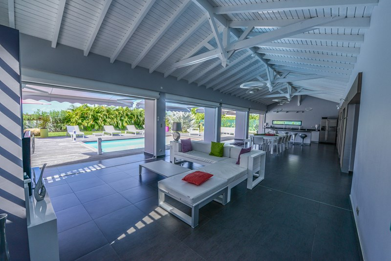 Location de villa prestige en guadeloupe la coul e bleue for Decoration maison guadeloupe